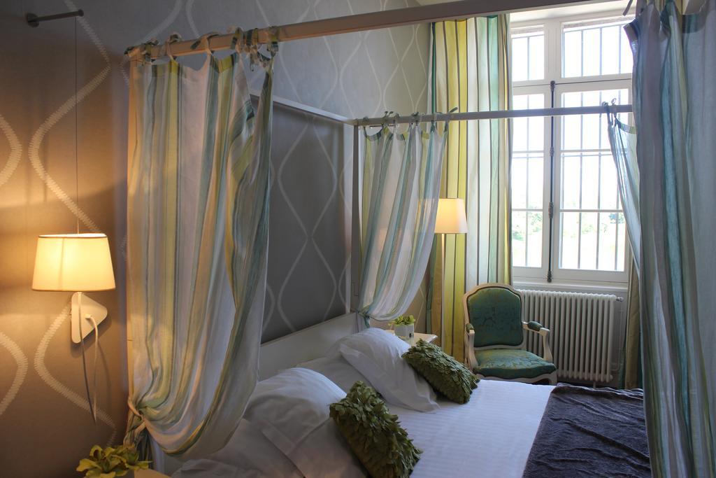 Château de Courtebotte, Maison d'hôtes et Chambre d'hôtes de luxe en Dordogne, proche de Bordeaux, Adresses Exclusives.