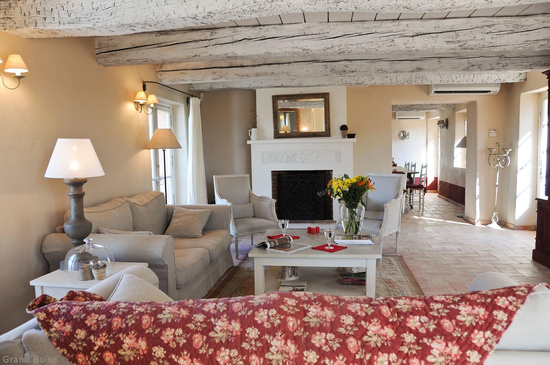 Château Grand Boise, location de luxe à Trets en Provence avec vue sur le vignoble Sainte Victoire, Adresses Exclusives